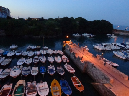 Mundaka at night