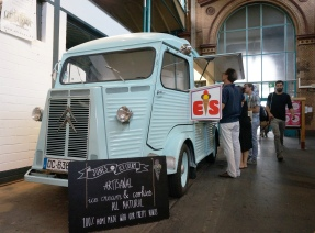 Artisan ice cream + vintage bus = pretty awesome!