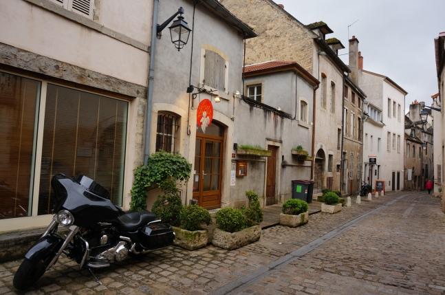 Narrow cobblestone lanes