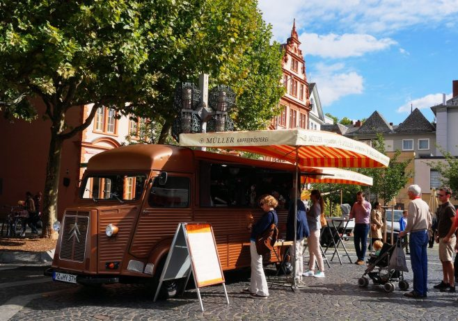 Vintage coffee truck at the Mainz farmer's market
