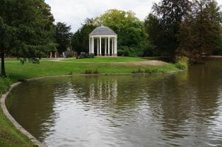 Idyllic scene in Parc l'Orangerie