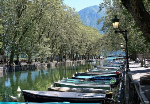 Canalside in Vieux Annecy