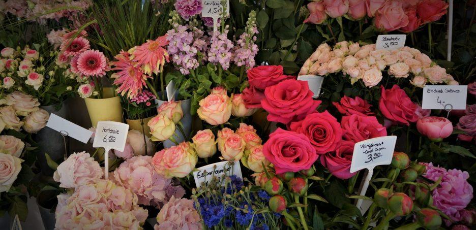 Fresh flowers at the Virtualienmarkt