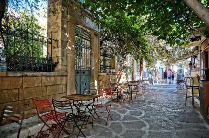 Sidewalk cafe in Aegina