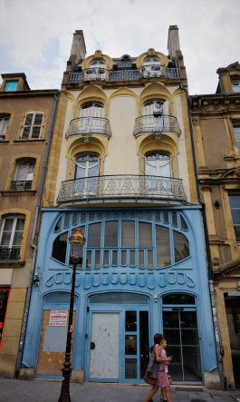 Art Nouveau in Place Saint-Jacques